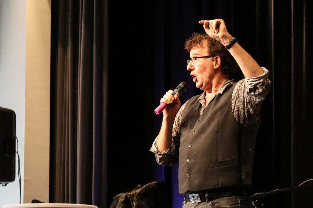 Zum Schluss präsentierte Christoph Brüske Auszüge aus ´seinem Kabarett-Programm. Foto: Kultur Pur/Ulrich Bock