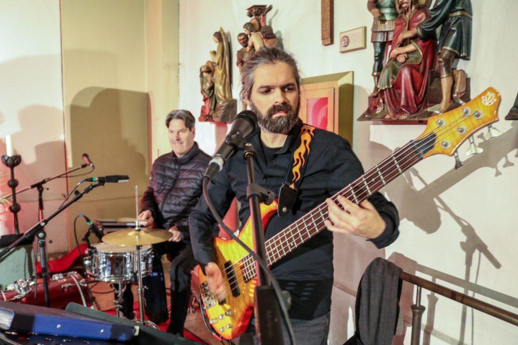 Gabriel an der Gitarre. Foto: Kultur Pur/Ulrich Bock