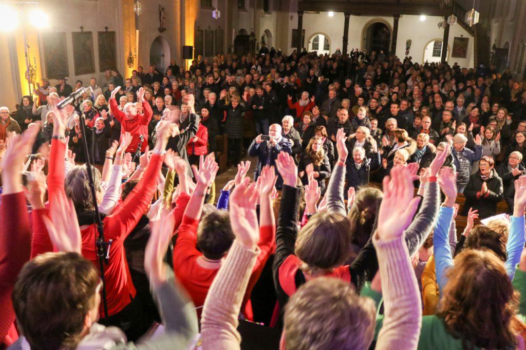 Über 500 Besucherinnen und Besucher füllten die Andreas-Kirche. Foto: Kultur Pur/Ulrich Bock