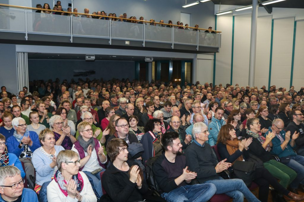 Ausverkauft: 400 Musikbegeisterte haben sich im Bestwiger Bürger- und Rathaus eingefunden. Foto: Kultur Pur/Ulrich Bock