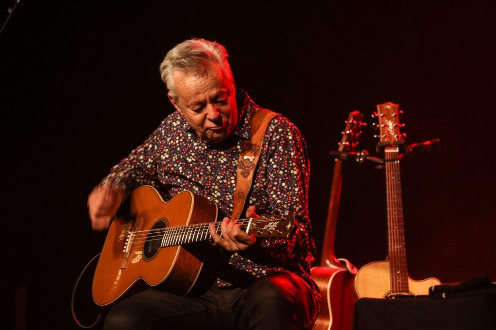 Und er spielt The Entertainer auch auf der Gitarre. Foto: Kultur Pur/Ulrich Bock