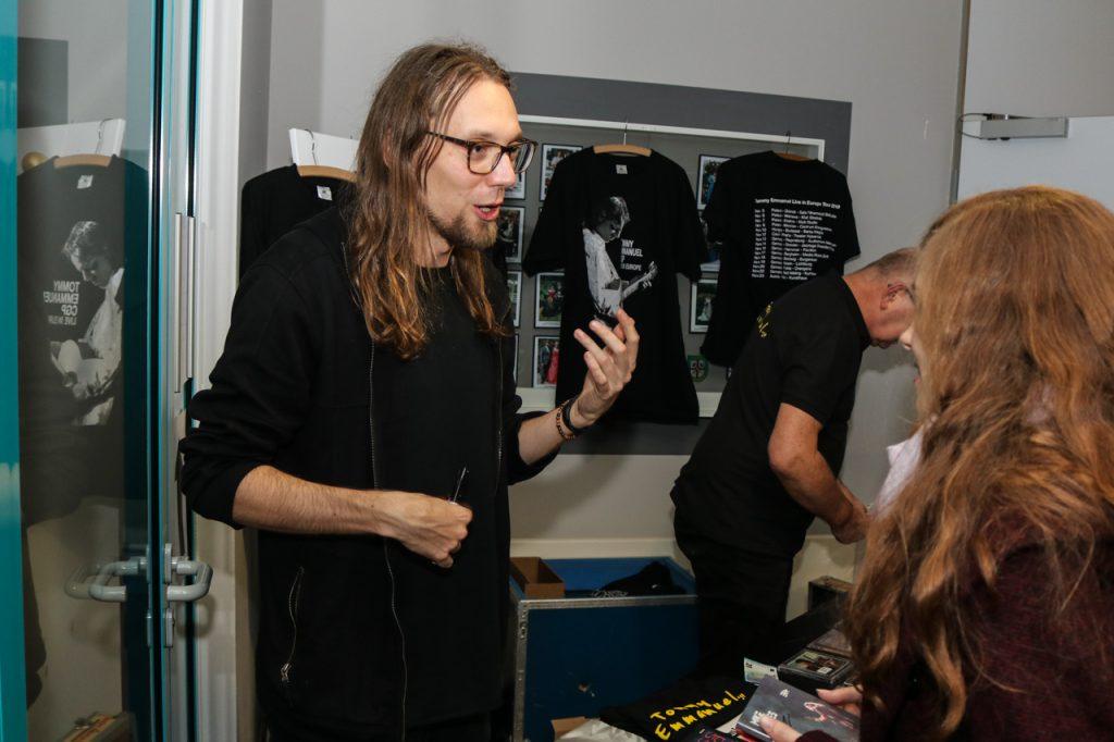 Mike Dawes verkauft seine Alben. Foto: Kultur Pur/Ulrich Bock