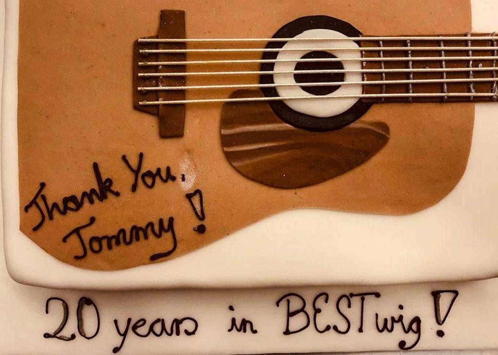 """""""Thank You Tommy"""" stand auf der Torte. Foto: Kultur"""